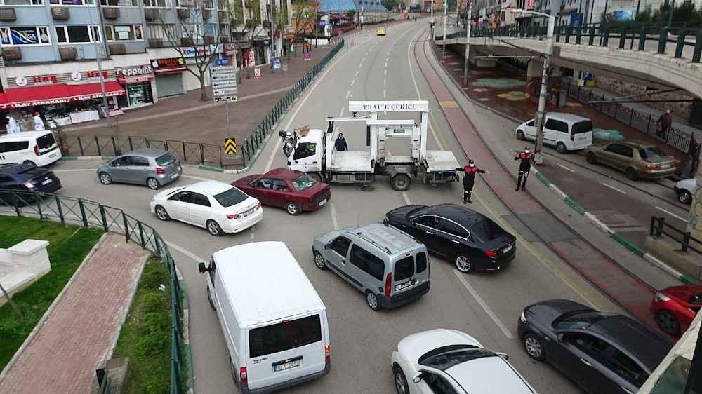 2020/03/evde-kal-cagrisina-uymayanlar-trafigi-kilitledi---bursa-haberleri-20200331AW97-4.jpg