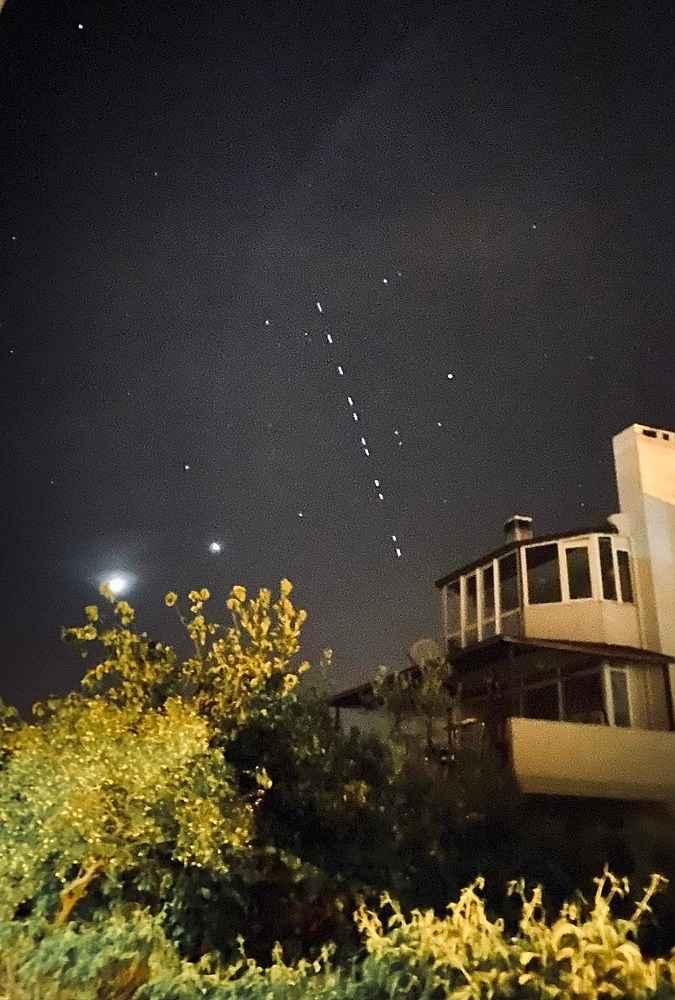 2020/04/elon-muskin-starlink-uydularinin-gecisi-net-olarak-izlendi-20200427AW00-2.jpg