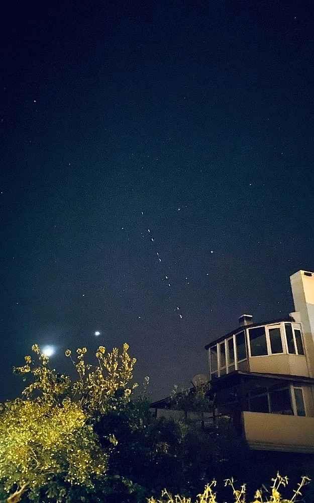 2020/04/elon-muskin-starlink-uydularinin-gecisi-net-olarak-izlendi-20200427AW00-3.jpg