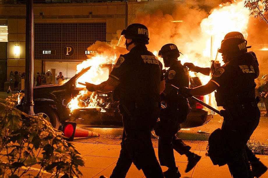 2020/05/abdnin-baskenti-washingtondaki-protestolarda-gerilim-suruyor-20200531AW02-1.jpg