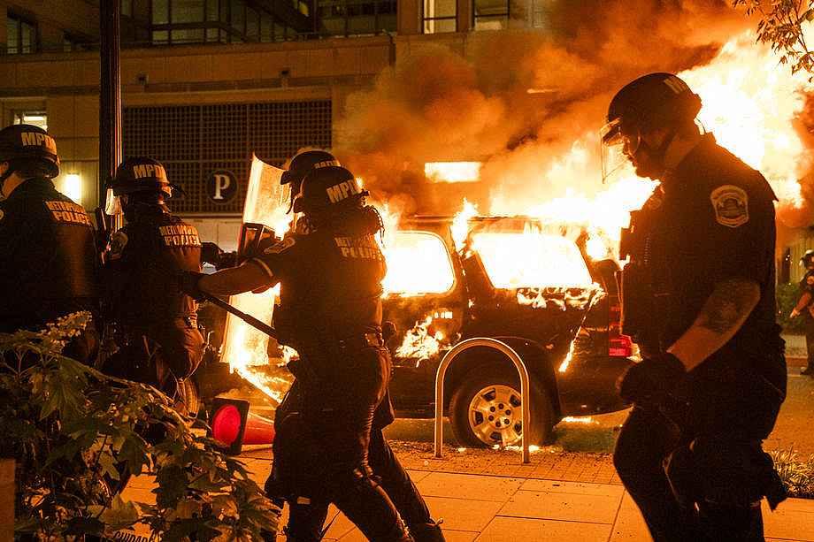 2020/05/abdnin-baskenti-washingtondaki-protestolarda-gerilim-suruyor-20200531AW02-2.jpg