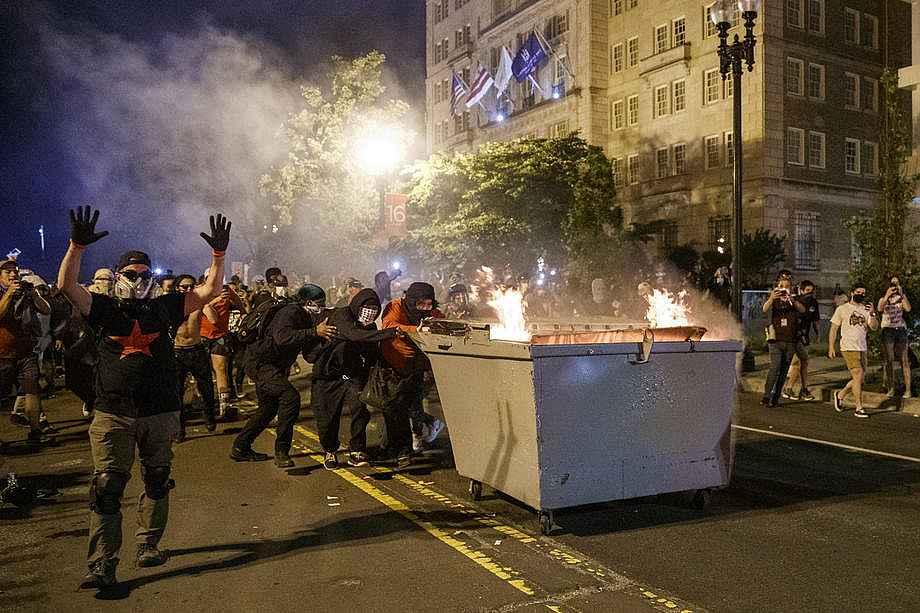 2020/05/abdnin-baskenti-washingtondaki-protestolarda-gerilim-suruyor-20200531AW02-4.jpg