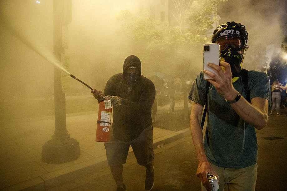 2020/05/abdnin-baskenti-washingtondaki-protestolarda-gerilim-suruyor-20200531AW02-6.jpg