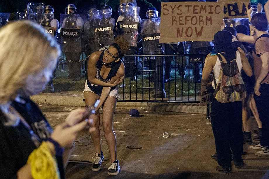 2020/05/abdnin-baskenti-washingtondaki-protestolarda-gerilim-suruyor-20200531AW02-7.jpg
