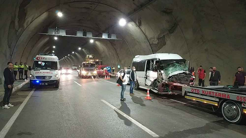 2020/05/akyazi-tunelinde-kaza-8-yarali-20200522AW02-2.jpg