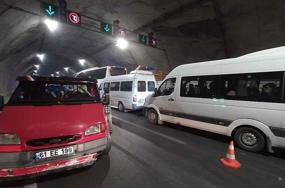2020/05/akyazi-tunelinde-kaza-8-yarali-20200522AW02-4.jpg