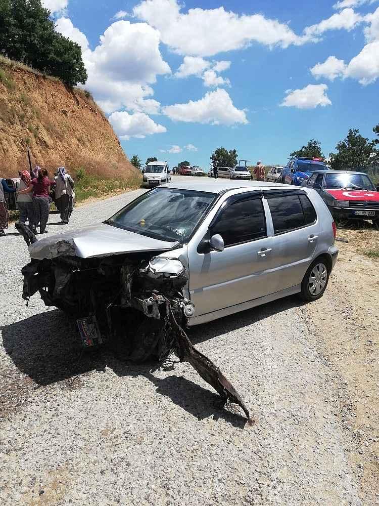 2020/06/2-otomobilin-carpistigi-kazada-5-kisi-yaralandi-20200604AW03-2.jpg