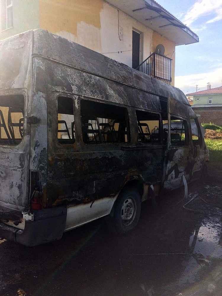 2020/06/mahalle-muhtarina-ait-minibus-gece-yarisi-yandi-20200603AW03-1.jpg