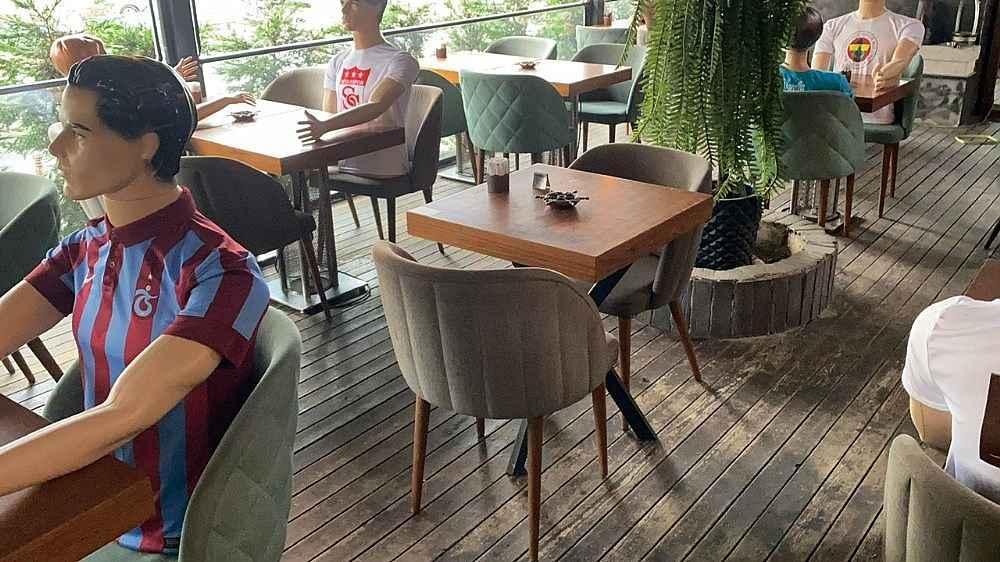 2020/06/restoranda-sosyal-mesafe-icin-gorenleri-sasirtan-onlem-20200603AW03-2.jpg
