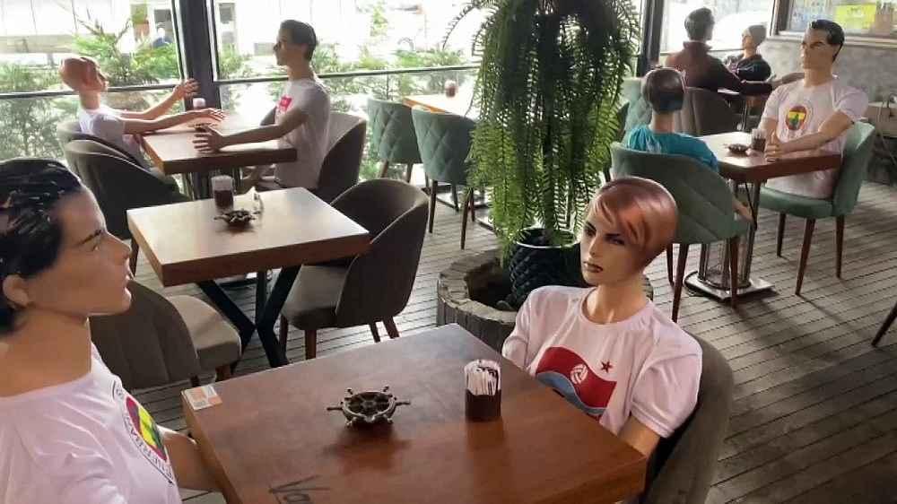 2020/06/restoranda-sosyal-mesafe-icin-gorenleri-sasirtan-onlem-20200603AW03-4.jpg