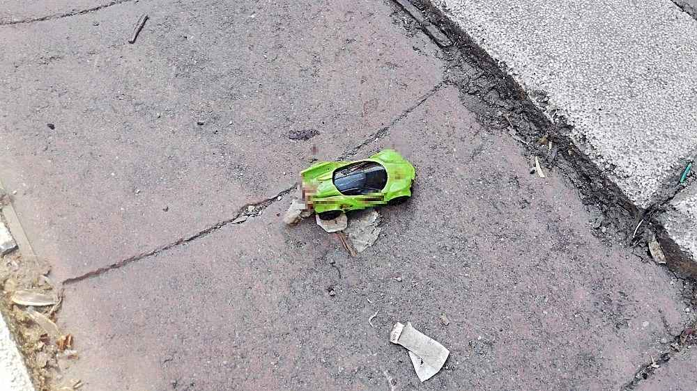 2020/06/sokakta-oyuncak-arabayla-oynayan-cocuga-minibus-carpti-20200604AW03-4.jpg