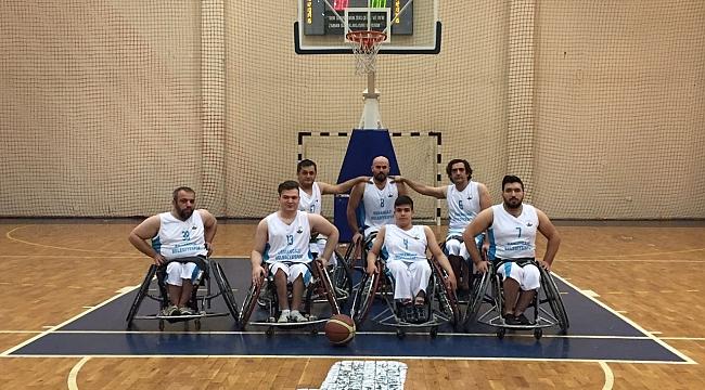 Tekerlekli sandalye takımı seriyi sürdürdü