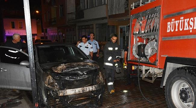 Bursa'nın İznik ilçesinde dört gün arayla 2 araç yanarak küle döndü.