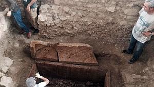 Edremit'te 2 bin 500 yıllık mezar açıldı