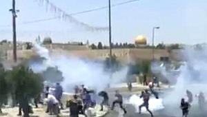 İsrail polisi, Cuma namazı sonrası Mescid-i Aksa'da cemaate saldırdı