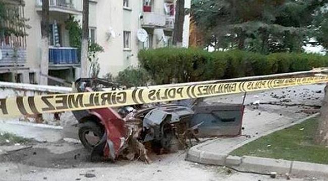 Ağaca çarpan araç iki gence mezar oldu