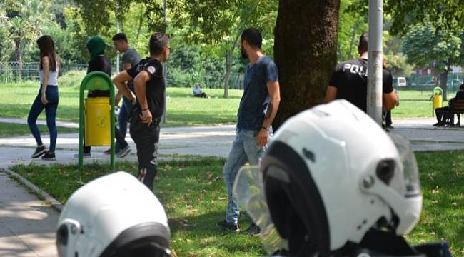 Bursa'da polis parklarda kuş uçurtmuyor!
