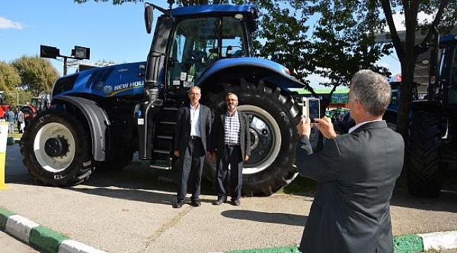 Bursa'da görücüye çıkan traktör görenleri şaşırtıyor