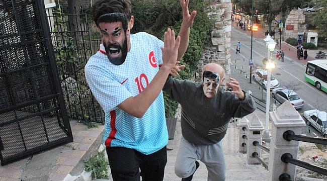 Bursalı tiyatrocudan Arda Turan'a garip gönderme