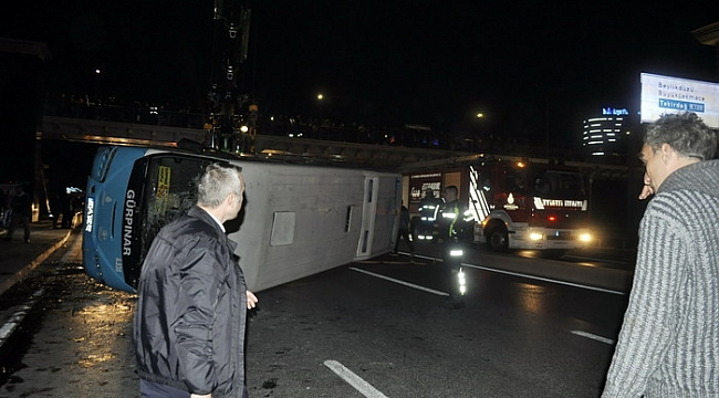 İstanbul'da otobüs yoldan çıkarak devrildi, çok sayıda yaralı var