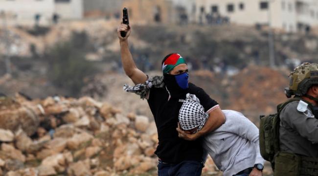 Şoke eden fotoğraflar! Yüzünü Filistin Bayrağıyla kapatan İsrail askerleri devrede