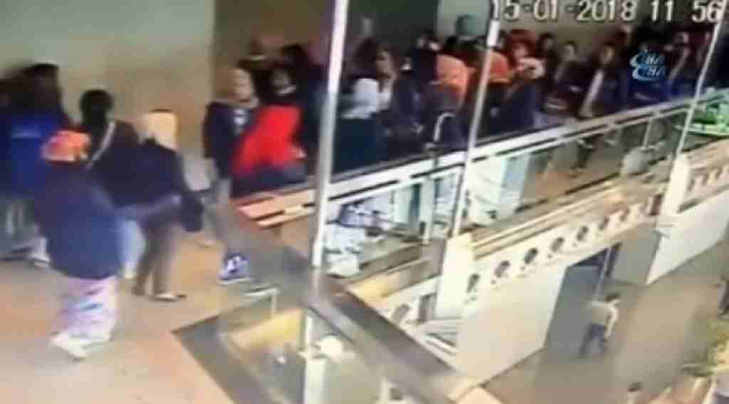 Borsa binasının asma katı çöktü: 77 yaralı