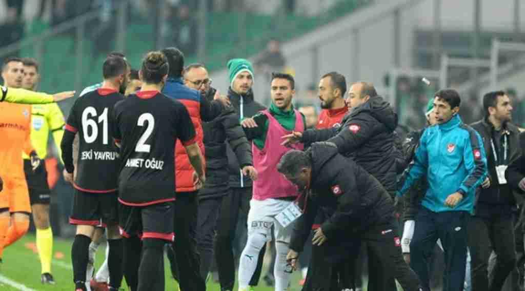 Bursaspor - Gençlerbirliği maçı sonrası ortalık karıştı - Bursa Haberleri