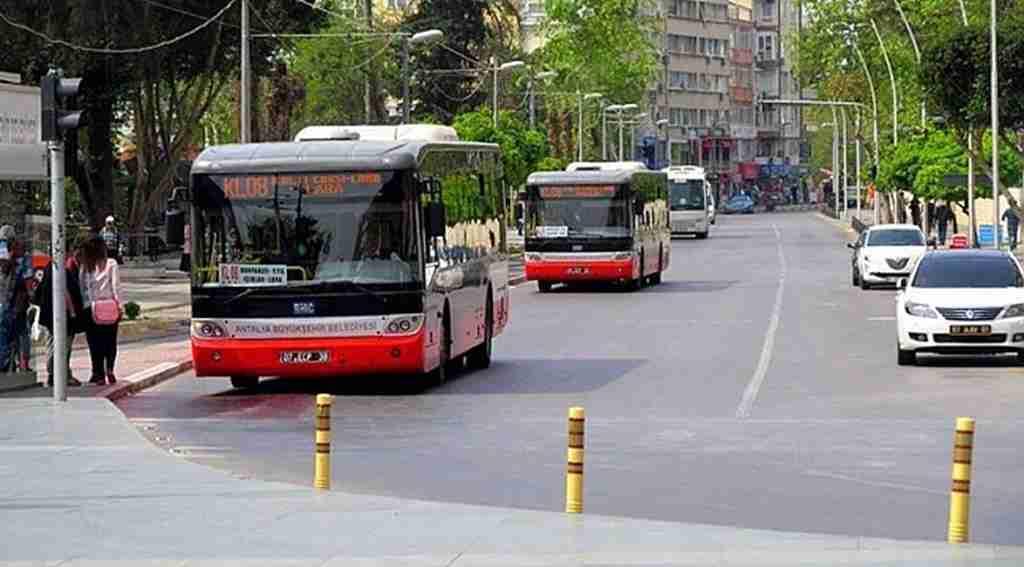 Hergün yüzlerce can taşıyan otobüs şoförünün ehliyetini gören polis şaşkına döndü