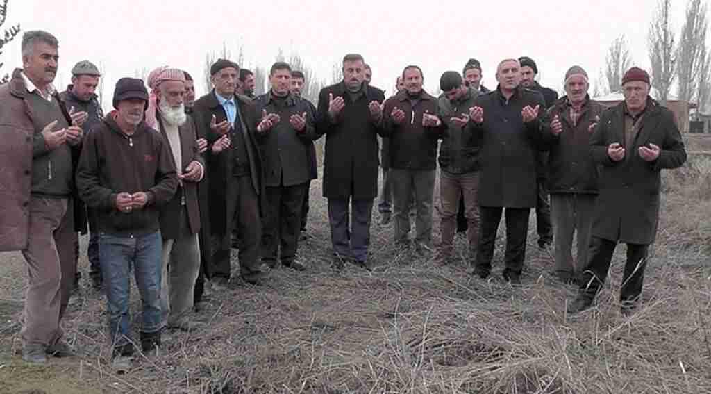 Köylülerden ürünleri için 'kar duası'na çıktı