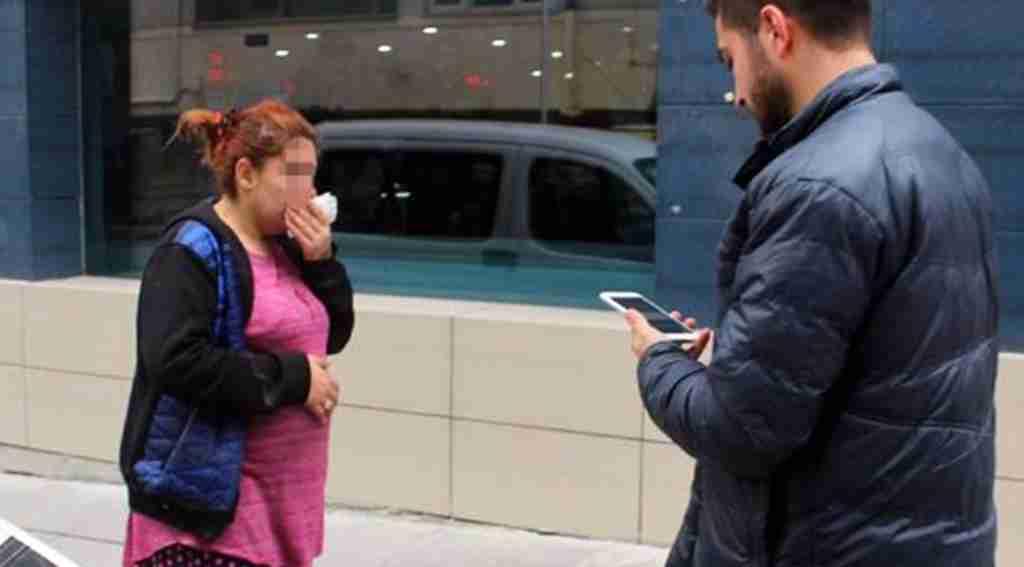 Sokakta karşılaştığı hamile karısını tekme tokat dövdü