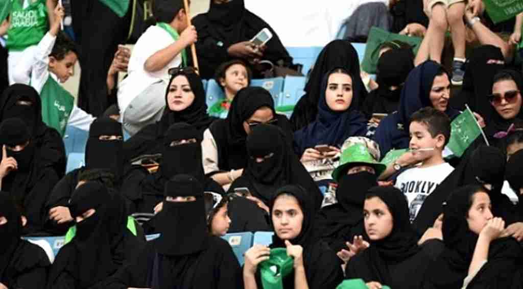 Suudi Arabistan'da kadınlar ilk kez böyle birşey yaptı