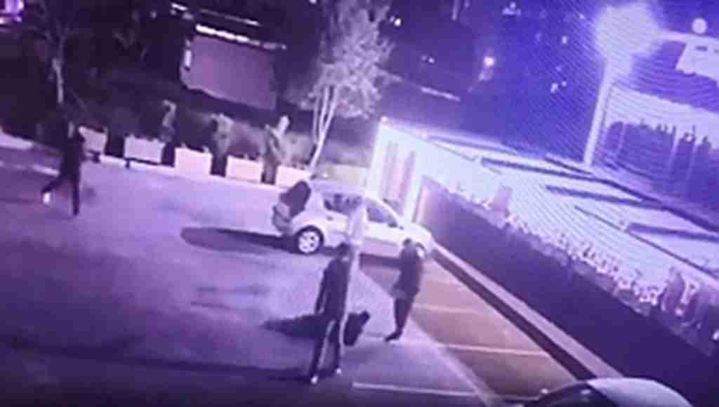 Evli kadına çiçek gönderdiği iddia edilen adam 13 yerinden vuruldu