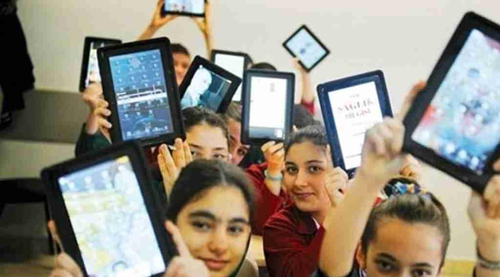 Öğrencilere tabletten sonra bilgisayar geliyor