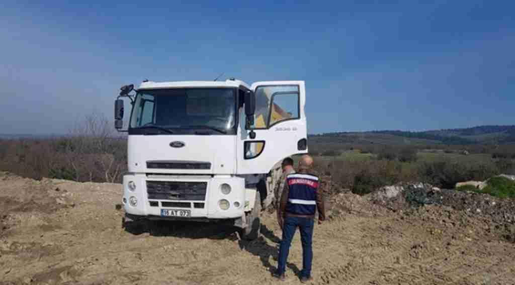Boş araziye atık döken sürücü suçüstü yakalandı - Bursa Haberleri