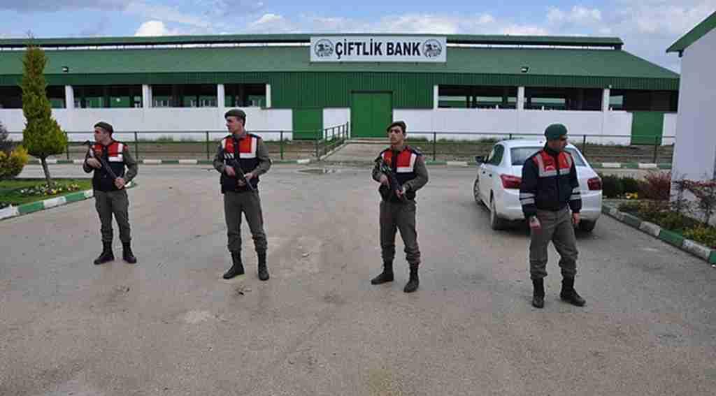 Çiftlik Bank tesisi önünde Özel Harekât'lı önlem - Bursa Haberleri