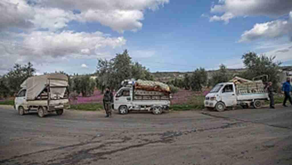 Evlerine dönen Afrinliler Türkiye'ye dua ediyor