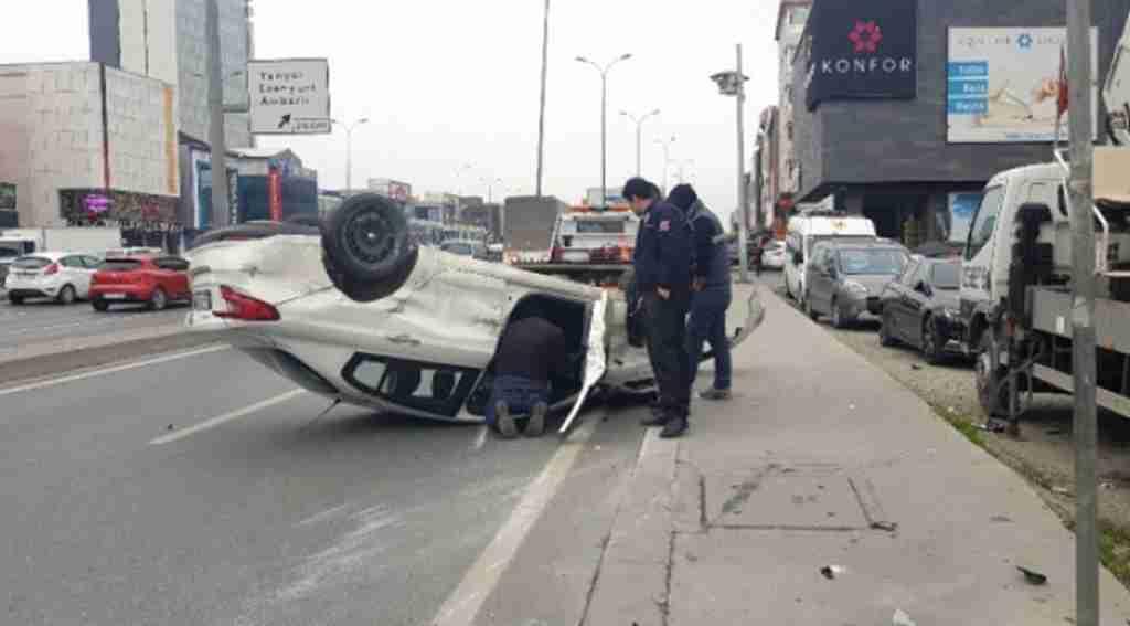 Takla atan araç yan yola uçtu, trafik kilitlendi