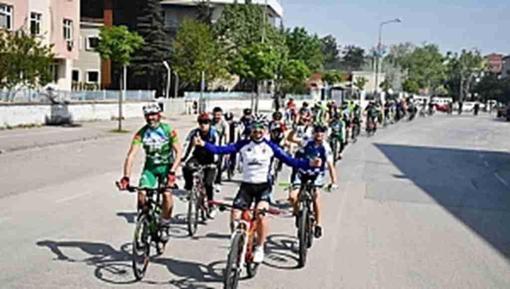 Bisikletçiler baharı İnegöl turu ile karşıladı - Bursa Haberleri