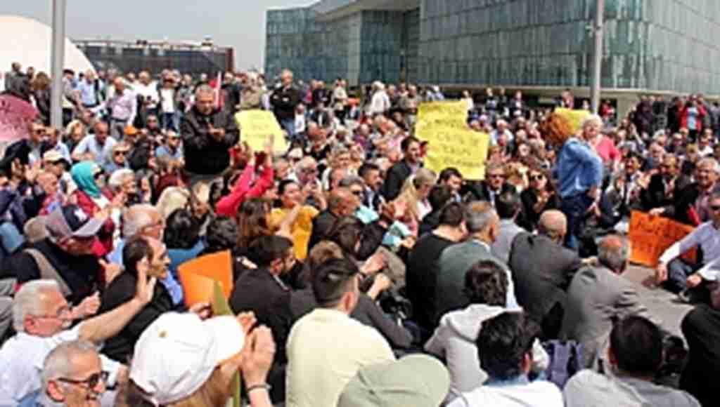 CHP'liler Bursa'da oturma eylemi yaptı - Bursa Haberleri