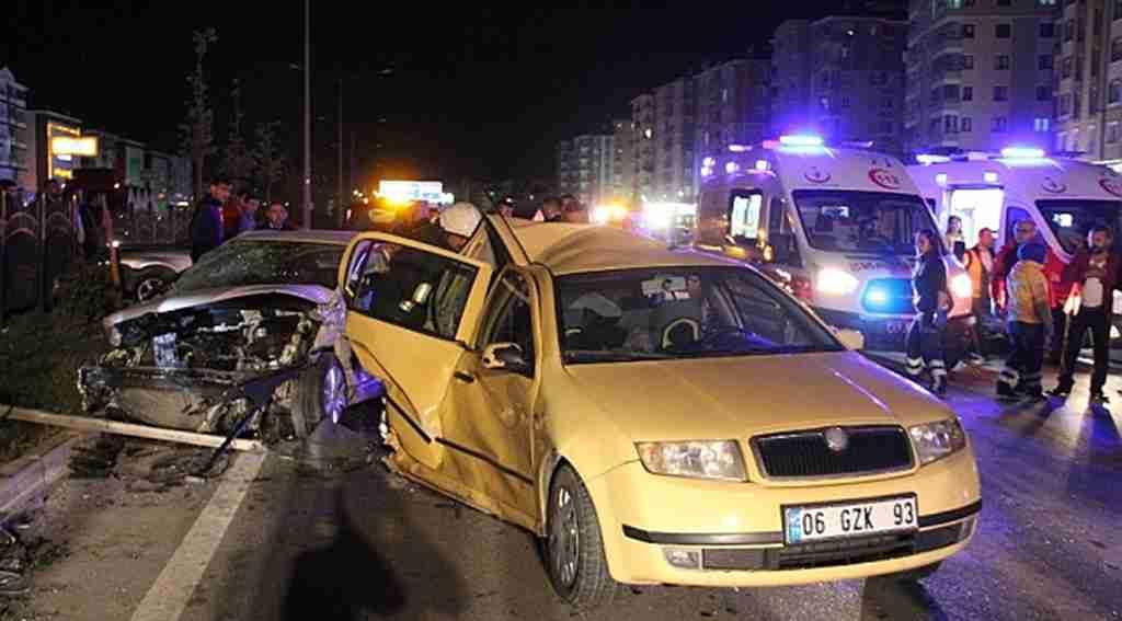 Çorum'da düğün konvoyunda zincirleme trafik kazası: 22 yaralı