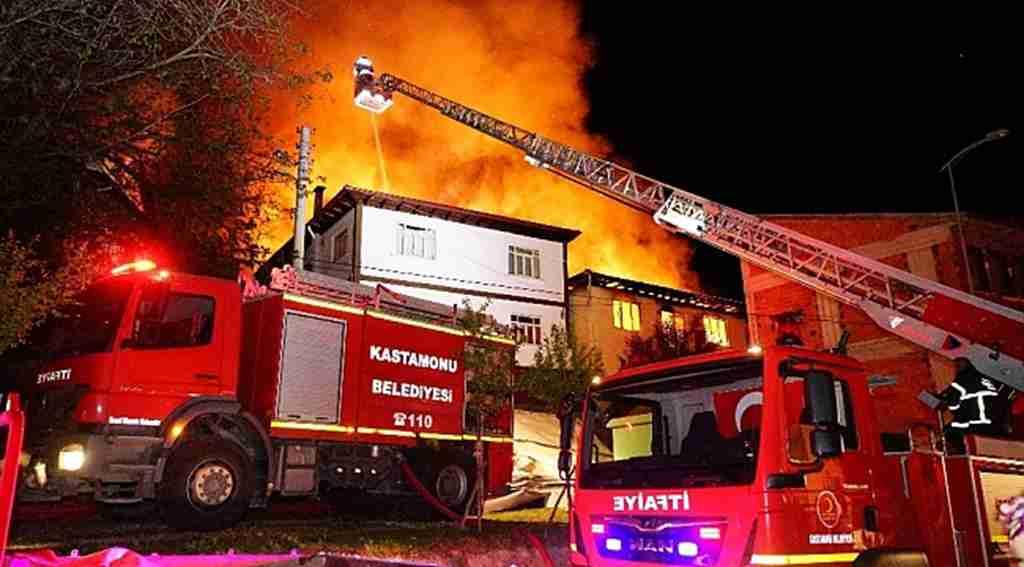 Kastamonu'da doğalgaz patlaması 7 evi kullanılamaz hale getirdi