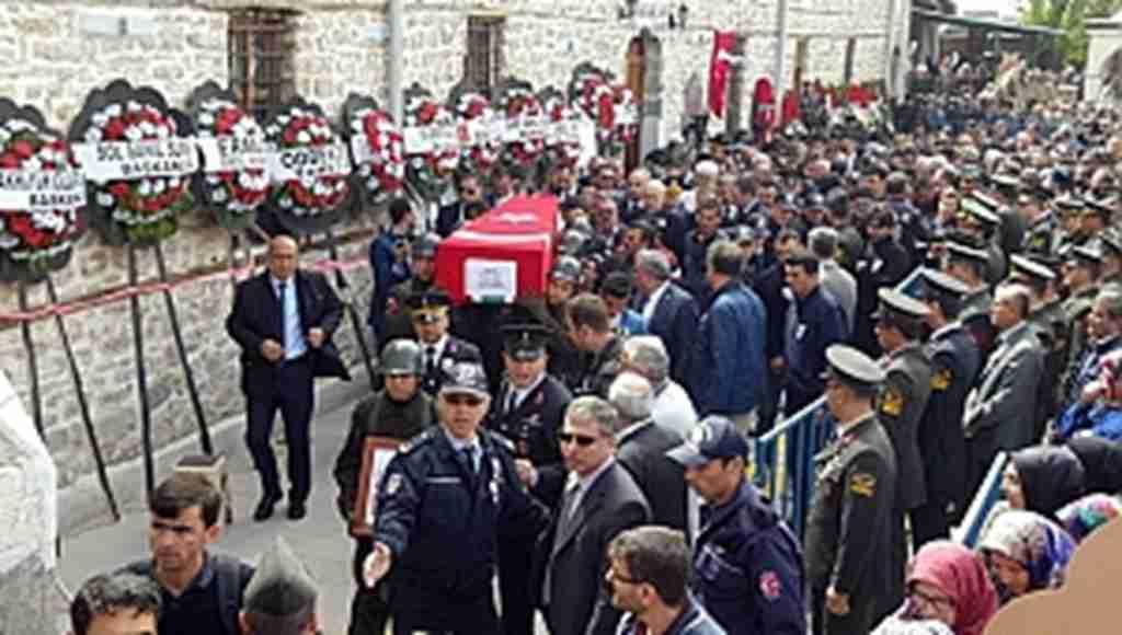 Şehidi binlerce kişi dualarla son yolculuğuna uğurladı