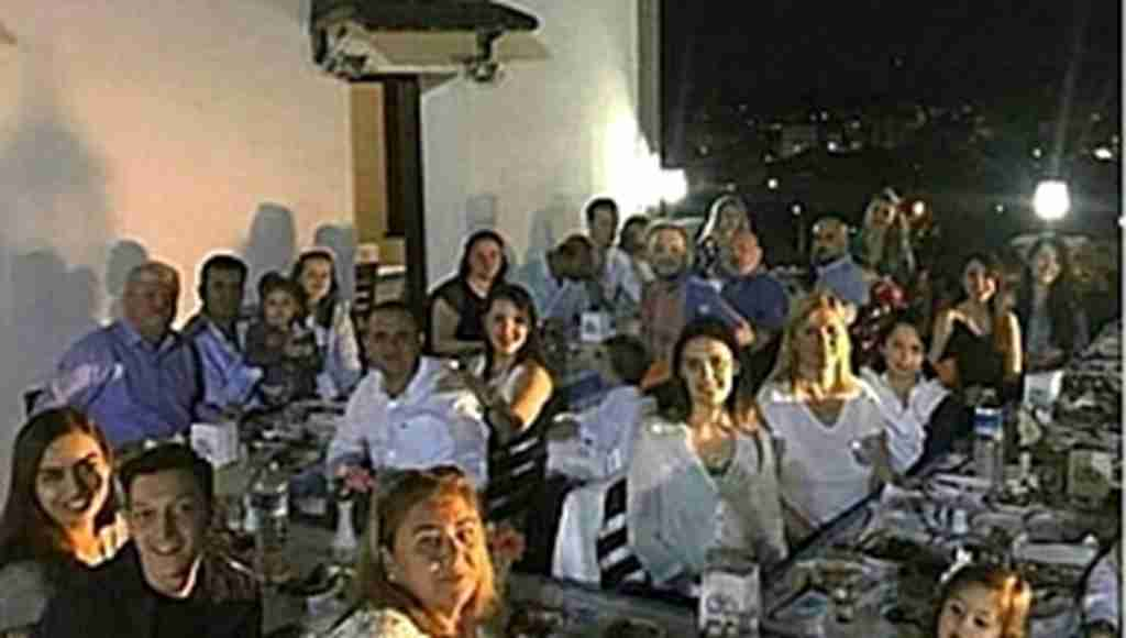 Amine'nin ailesi Mesut Özil'i krallar gibi ağırladı