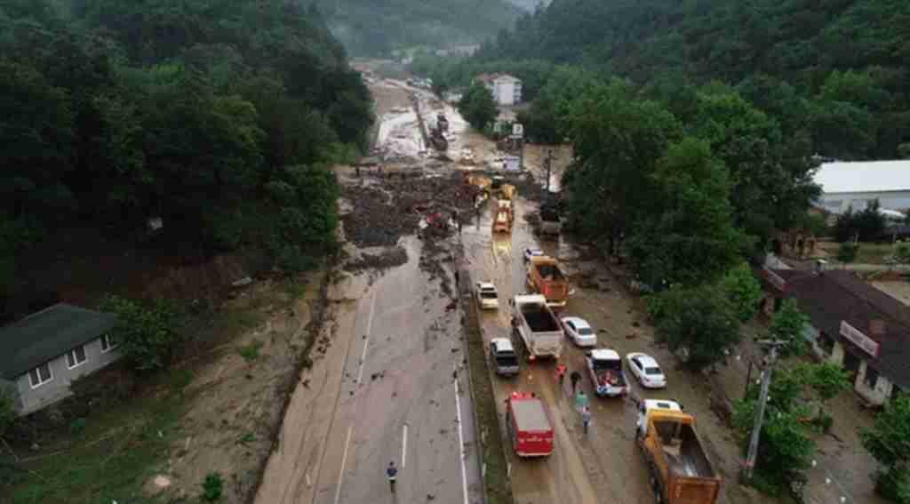 Bursa - Orhaneli yolu tekrar oluşan heyelan nedeniyle trafiğe açılamadı - Bursa Haberleri