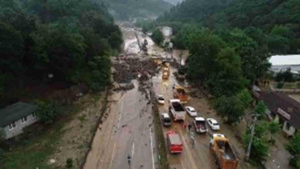 Bursa'da meydana gelen felakette Orhaneli yolu oluşan heyelan nedeniyle trafiğe açılamadı!