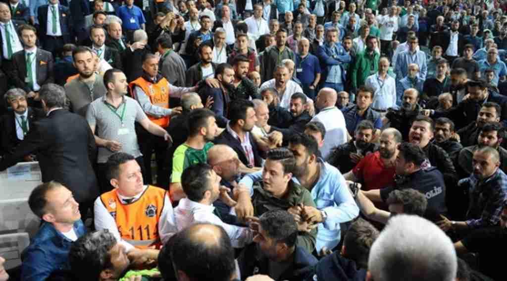 Bursaspor'un genel kurulunda büyük gerginlik - Bursa Haberleri