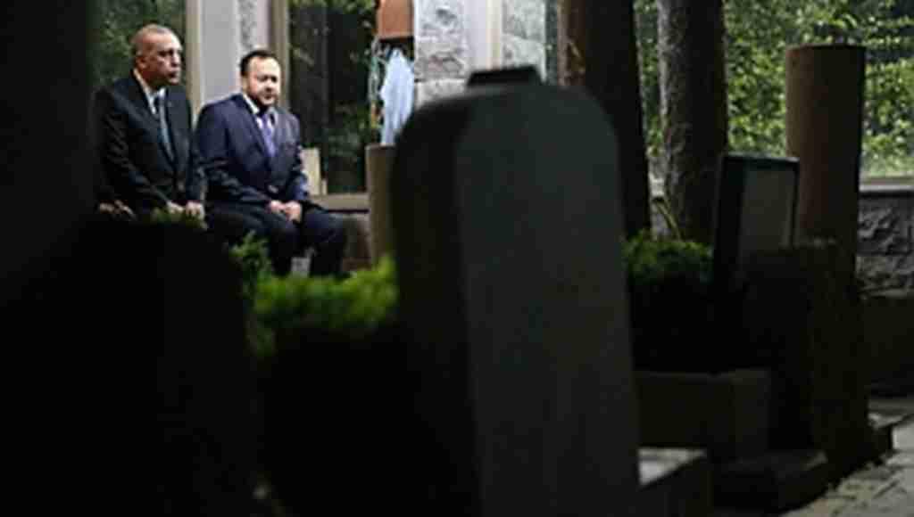 Cumhurbaşkanı Erdoğan, Abdülhakim Arvasi Hazretleri'nin kabrini ziyaret etti