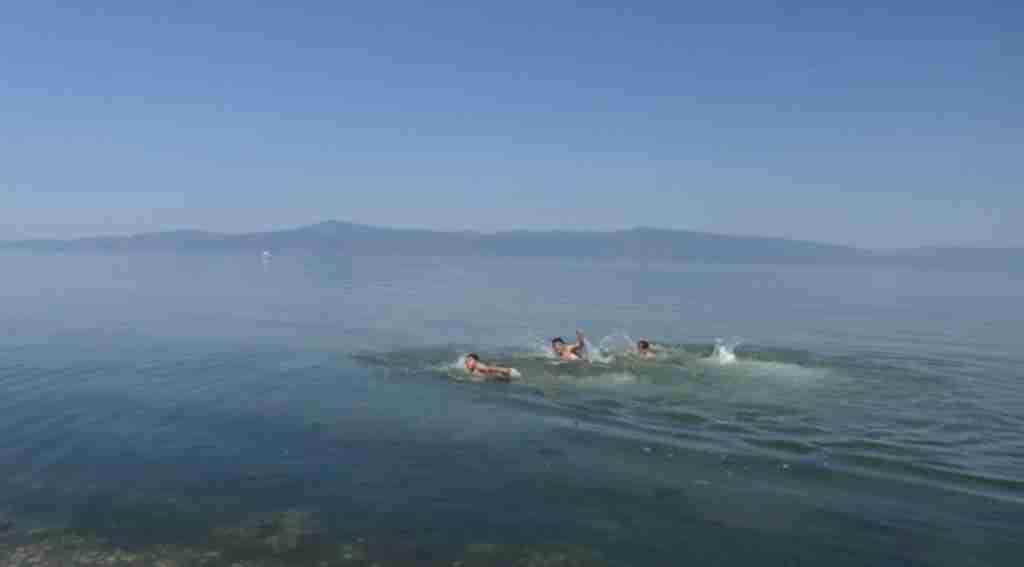 Gençler serinlemek için kendilerini denize bıraktılar - Bursa Haberleri