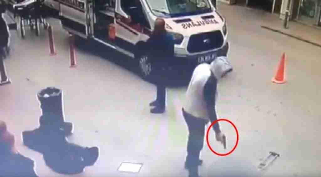 Hastane Önündeki Silahlı Saldırının Yaşandığı O Anlar Güvenlik Kamerasında