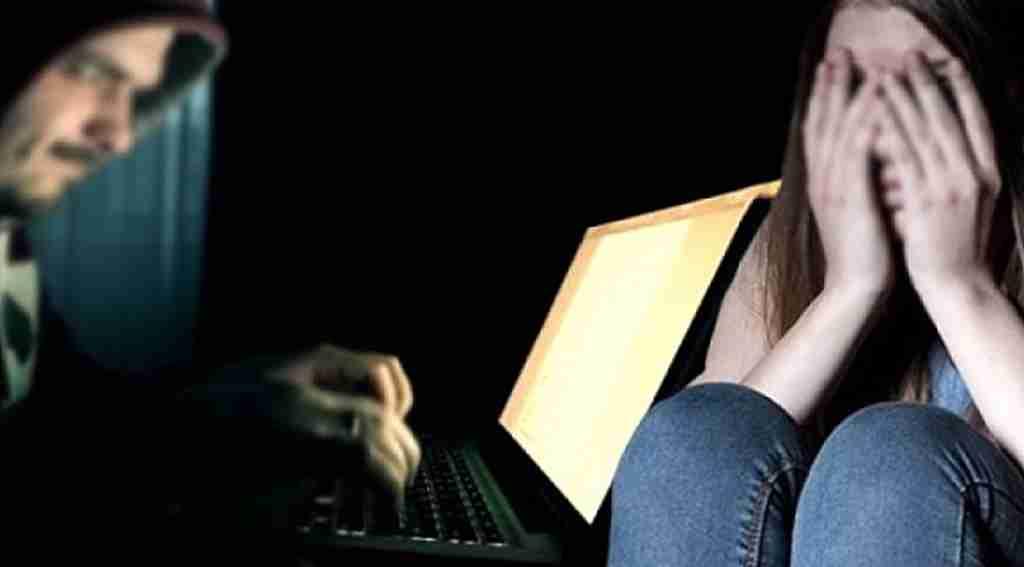 İnternette Okey oynayan genç kızın hayatı altüst oldu!